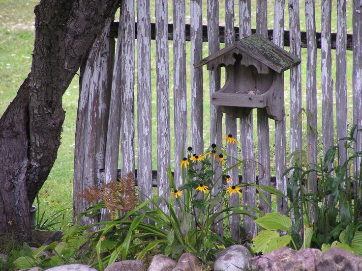 17 best images about country rock gardens beds on for Rustic outdoor decorating