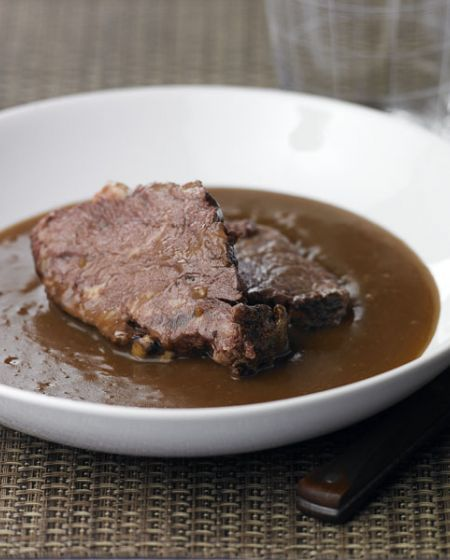 Carne Estufada com Molho de Sopa de Rabo de Boi