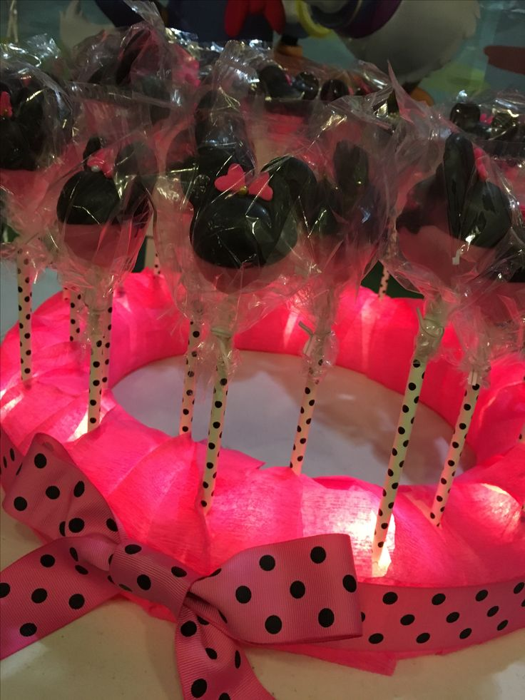 Minnie Mouse Cake Pops with lightup holder