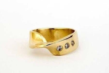 Кольцо в виде петли Мёбиуса / «Обручальные кольца для гиков»