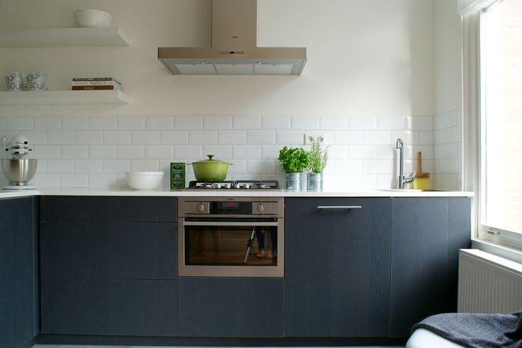 METOD keuken van IKEA aangekleed door FRONTZ met houtfineer van Shinokki met een Corian aanrechtblad