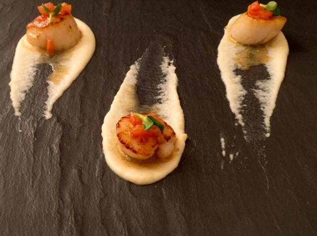 Scallops with cauliflower puree with galangal at Signature Restaurant in Warsaw