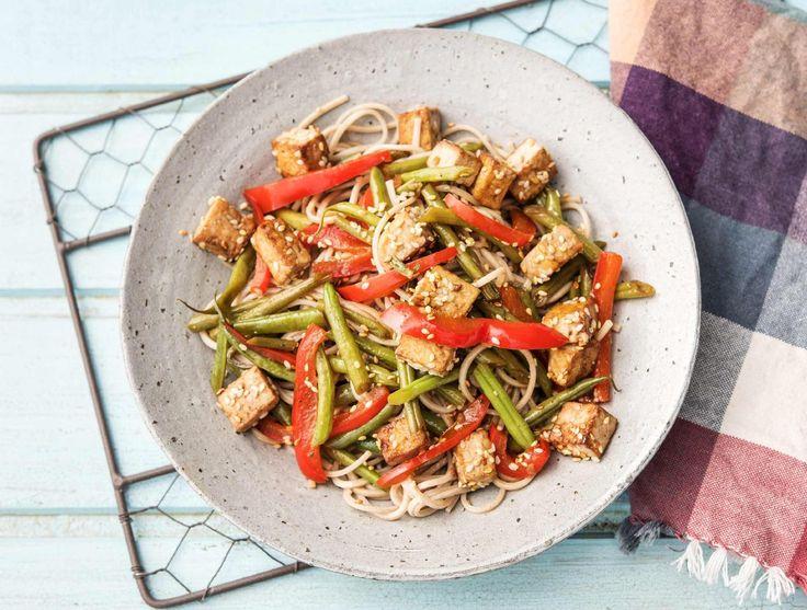 Oosterse boekweitnoedels met sperziebonen en tofu