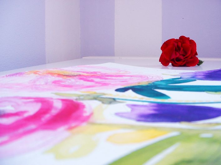 Pivoňky Akvarelová malba, kresba tužkou, akvarelovými pastelkami a grafickými fixami Alpha markers, akvarelový papír, rozměr 29, 5 x 21 cm. Pouze jeden kus, signováno, léto ve Vrbici 2013.