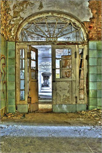 alte Tür in Beelitzer Heilstätten Bilder: Poster von Sarah Kastner bei Posterlounge.de