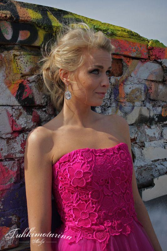 Dress: Ellie by Heidi Tuisku, Photo: Emma Nikkanen, Model: Kati, Hair: Emma Nikkanen, Makuup: Kati Kuhlberg