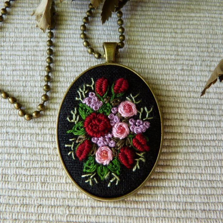 рококо вышивка, вышитые кулон, вышитые розы вышитые ожерелье, с вышивкой, вышитые драгоценность, ожерелье год сбора винограда, медальона с вышивкой ручной работы, драгоценность, вышитых ожерелье, кольцо старинные кольца с вышивкой