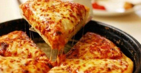 Υγεία - Απόλαυσε την πιο νόστιμη σπιτική πίτσα σε 15′! Μικροί και μεγάλοι τρελαινόμαστε για πίτσα! Συνήθως, όμως, η ζύμη είναι φτιαγμένη με αυγά και πολύ λάδι κι έ
