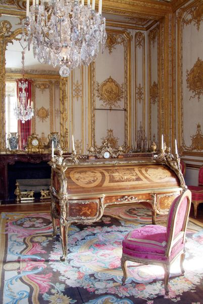 The King's interior apartments - Versailles Louis XV often came here, and it was from the balcony that, with tears in his eyes, he watched the funeral procession taking away Mme de Pompadour one evening in 1764. This room once again has its original roll-top desk. This is the first piece of furniture of this type. Remarkable for its inlaid tableaux and bronzes, it is also a mechanical marvel: just a quarter of a turn of the key is enough to open or lock both the cylinder lid and all the…