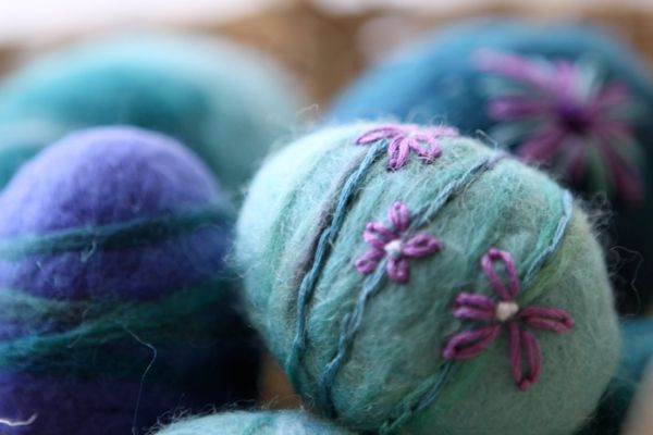 Felted Easter Egg Tutorial…and please join me at Katherine's Corner! - Waldorf Moms