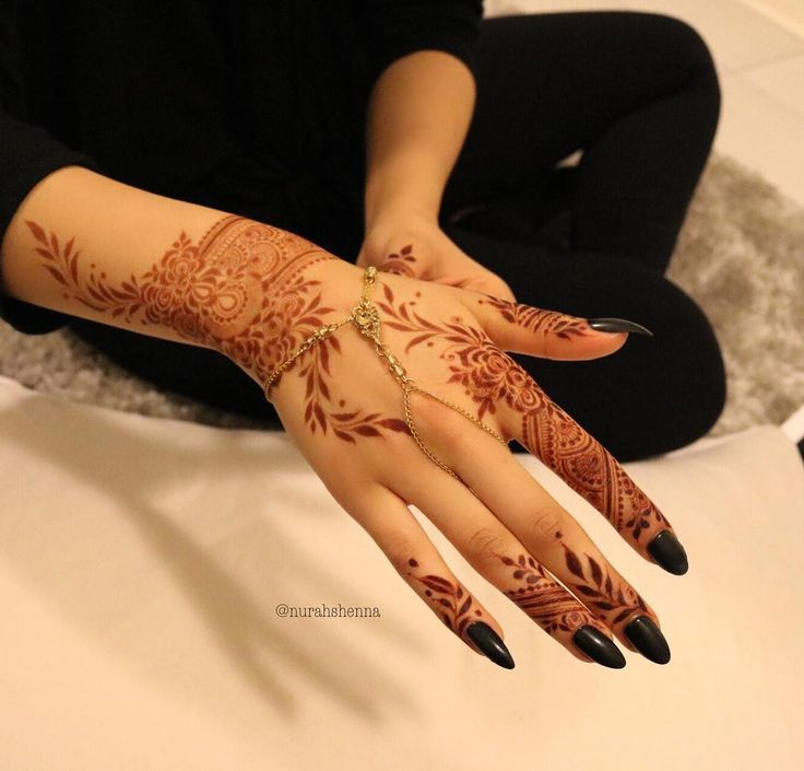 "4,467 Likes, 285 Comments - Arabian Henna (حنا) (@henna_nurahshenna) on Instagram: ""Nurahshenna"""