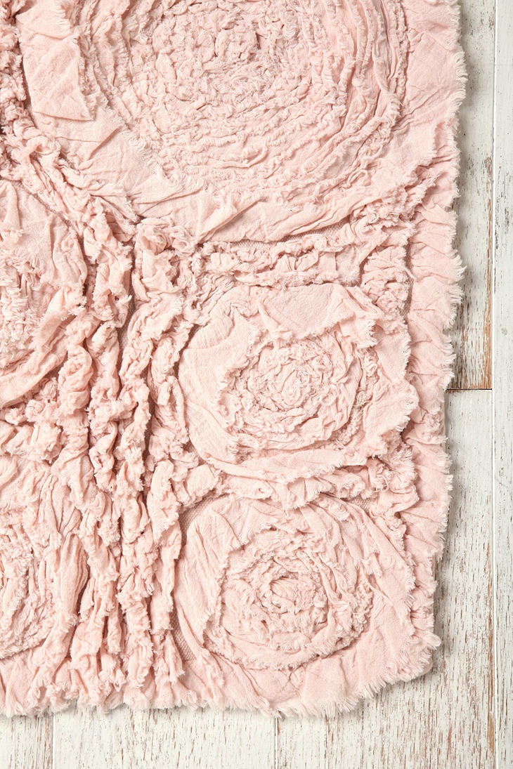these rose mat are adorable but not DURABLE at all. make your own. Still love the look though