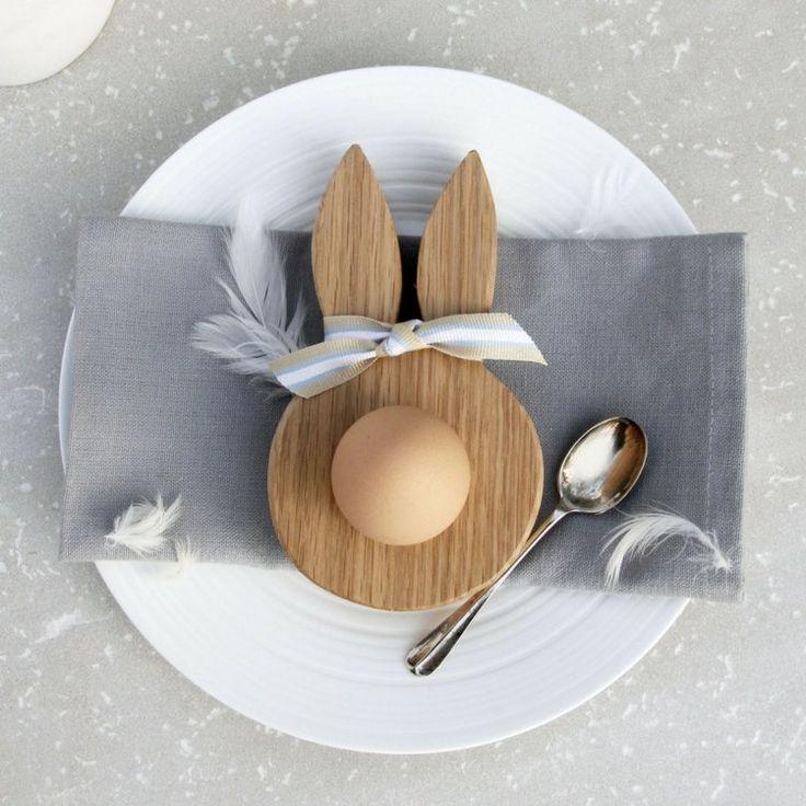Osterdeko Ideen - Ein origineller Eierbecher aus Holz in Form eines Hasen
