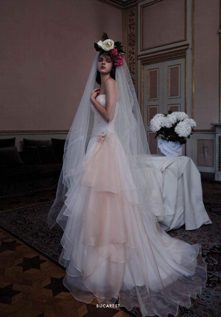 アクア・グラツィエがセレクトした、ELIZABETTA POLIGNANO(エリザベッタ ポリニャーノ)のウェディングドレス、ELP013をご紹介いたします。