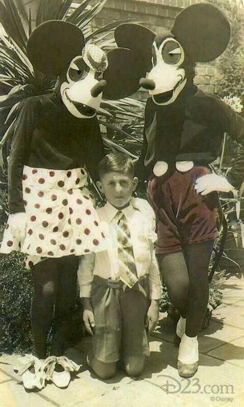 Disfraces de Mickey y Minnie Mouse en 1930. De miedo.