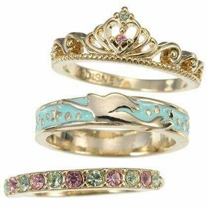 La colección de anillos de Disney Tokyo inspirada en las princesas de Disney.  De venta en: eBay