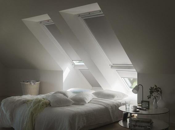 Schlafzimmer mit Verdunkelungs-Rollos