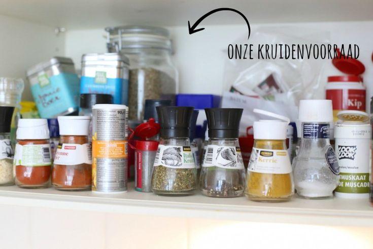 PATAT Kruidenmix: Recept voor 450 gr aardappels Tijd: 5 min. Wat heb je nodig? 1,5 tl paprikapoeder snuf zwarte peper 1/4 tl cayennepeper 1/4 tl knoflookpoeder halve tl kerriepoeder snufje zout Voeg eventueel naar smaak één of meerdere van de volgende kruiden toe: 1 tl peterselie snufje nootmuskaat 1 tl tijm 1 tl rozemarijn. Van LEKKER EN SIMPEL