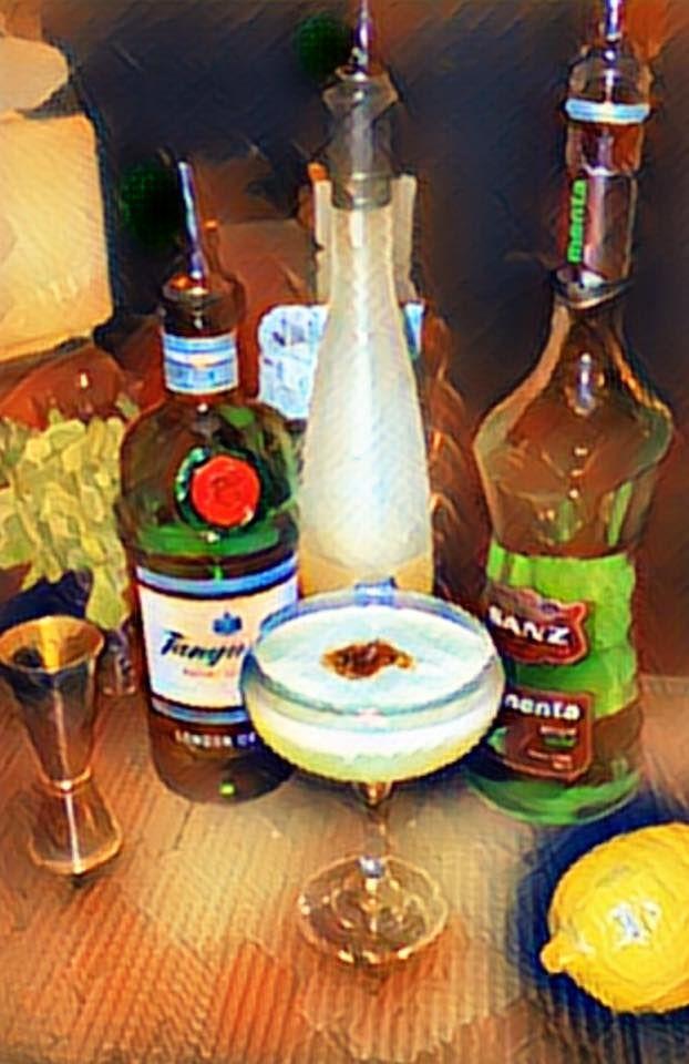 Cocktail con ginebra, limoncello y sirope de menta Sanz... Tiene buena pinta verdad? Pues nos lo ha hecho llegar Jorge desde #DirtyBones en #Londres. Salud!  #Jarabes #Sanz #Cocktails #Trendrinks #magazine #revista #Mixología #Mixology #cocktail #bartender #mixologist #flairbartending #falir #cafe #coffee #receta #jarabe #tiki #Blog #Sirope #Syrup #Falernum #tikimug #te #teas #Tanqueray