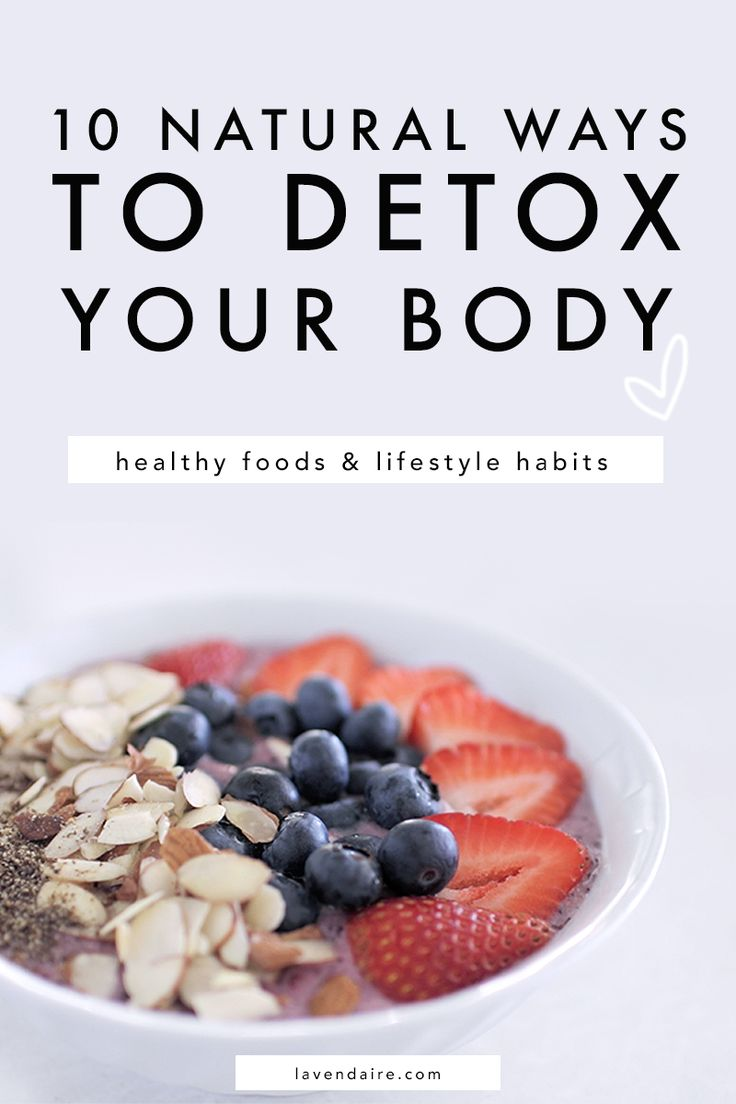 Natural ways to detox your body // superfoods, green smoothies, lemon water, apple cider vinegar water, exercise, and more!  healthy habits | health + wellness | oil pulling | probiotic supplements | body cleanse | detox at home | home remedies