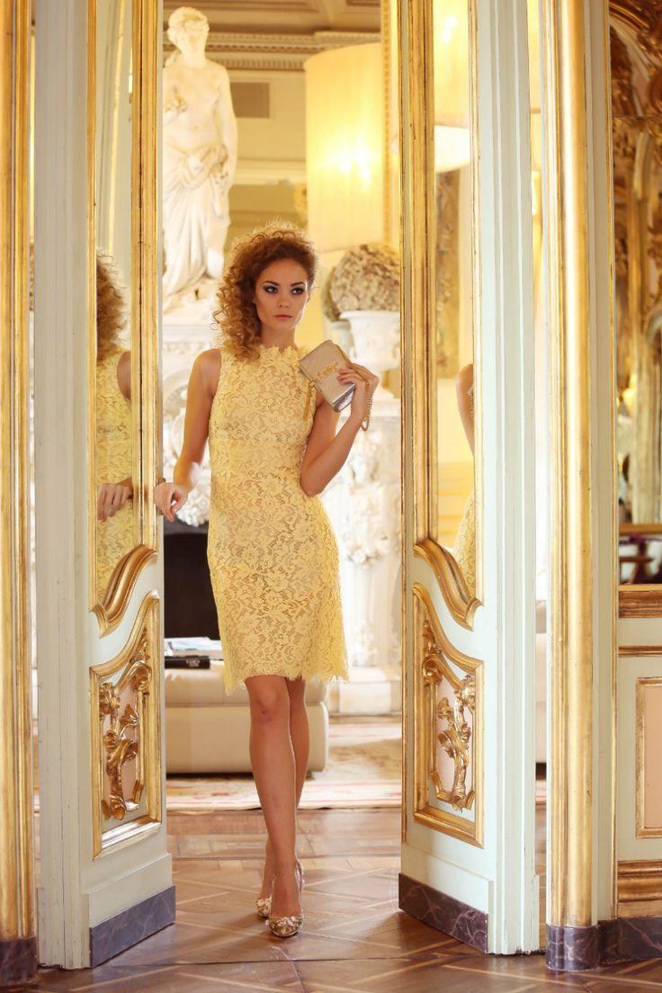abito in pizzo giallo dolce & gabbana luisa via roma firenze forever villa cora shooting nicoletta reggio scent of obsession