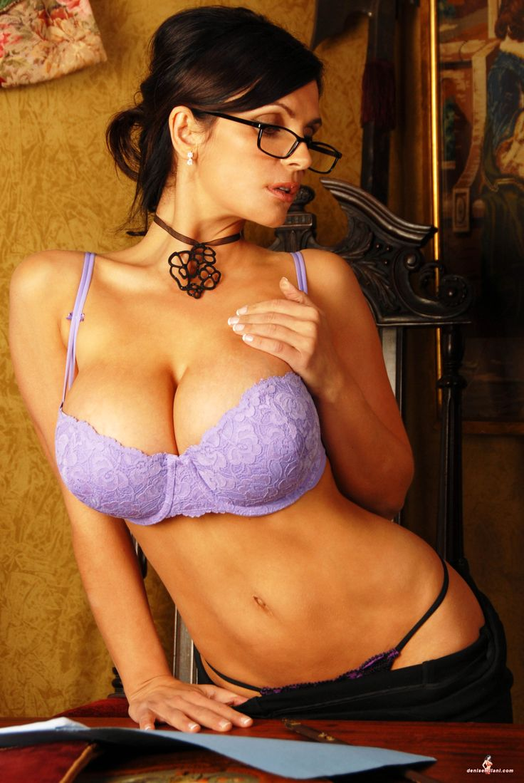 Denise Milani preview of her set - 108.0KB