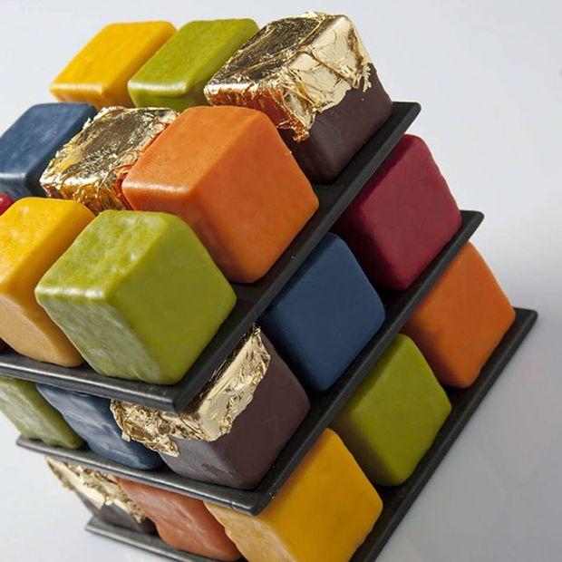 Cedric Grolet é um chef famoso por suas impressionantes criações na pâtisserie francesa. Recentemente, ele adotou um novo tema peculiar: o cubo de Rubik.