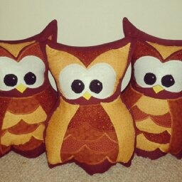 Owl cushion - pattern from http://www.remodelaholic.com/2012/02/owl-pillow-pattern-at-last/hions - pattern from