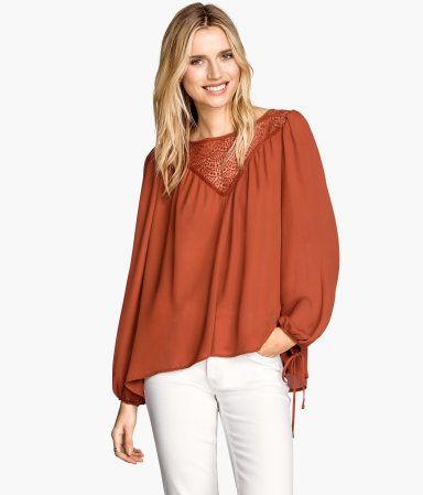 H&M Wijde blouse € 24,99 ook in beige
