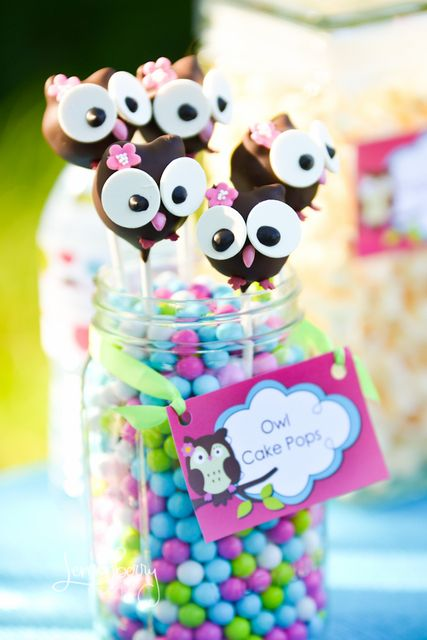If you look up owl cakes, there are tons of them, sooo