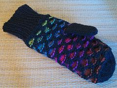 these mittens will ALWAYS remind me of my time on the east coast! I was lucky enough to have a friend, who gave me a pair for Christmas. One day, I will learn to make these!!!
