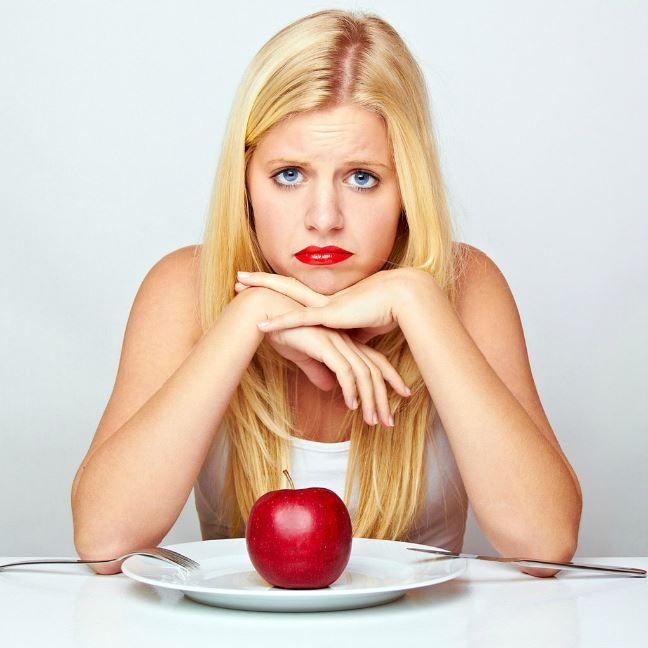 """Одни живут, чтобы есть, другие едят, чтобы жить, а остальные едят, чтобы сбросить вес.  Из книги """"Путеводитель по жизни"""""""