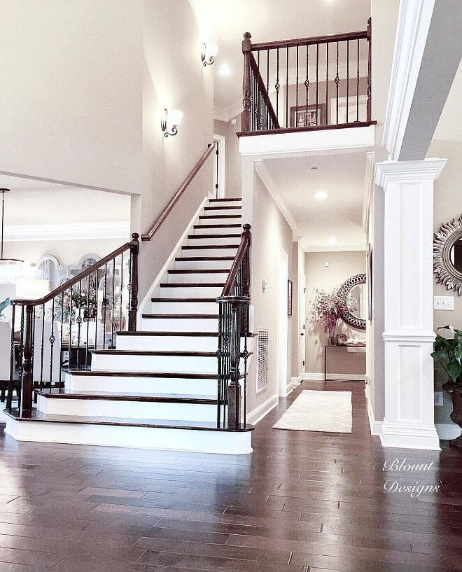 Elegant And Neutral Christmas Foyer: 1000+ Ideas About Traditional Staircase On Pinterest