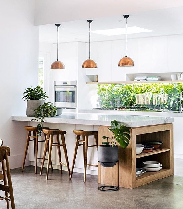 Light, bright and sunny kitchen  Shot for @thebalconygarden by @hannahblackmore