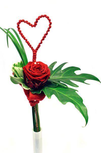 http://holmsundsblommor.blogspot.se/2014/02/forberedelser-till-alla-hjartans-dag.html Valentine´s day bouquet with rose Red Naomi