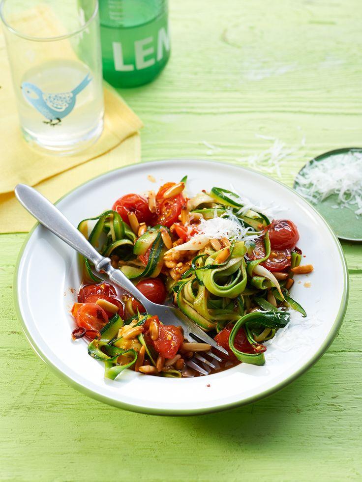 Spaghetti aus Zucchini mit Kirschtomaten