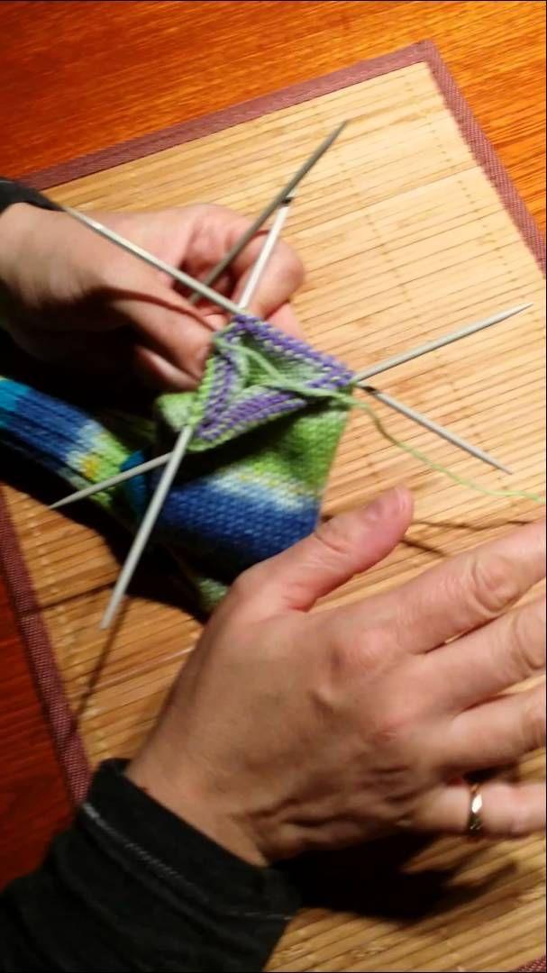 Faire des bas de laine 4/4:diminutions et grafting par Artisanat du Nord.