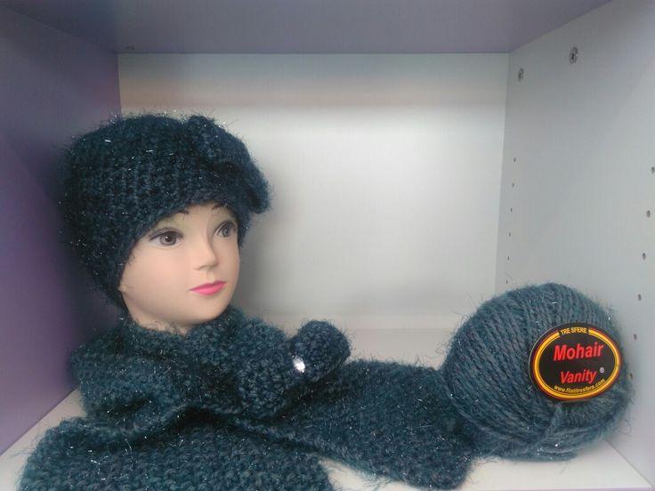 Completo diamante formato da berretto e sciarpa realizzati all'uncinetto. Disponibili sul sito www.merceriamary.it