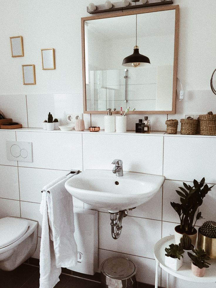 Love the idea of a built in ledge running around the bathroom for extra shelf space