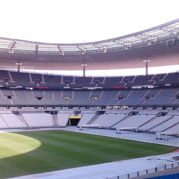 """The""""Stade de France"""" just for us! Join our program to learn French discover Paris and dive deep into French culture! http://ift.tt/2bJXbiu #learnwithfun #learnfrencheasily #meetexpatsinparis #meetexpatpartners #strollandlearn #frenchcourses #Frenchschool #expatriates #expatschool #expatsintegration #cookandlearnfrench #playandlearnFrench #sweetparismoment"""