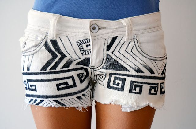"""DIY """"Into the Wild"""" tribal shorts. The blog's in Spanish (and I took German in high school, naturally). But there are lots of photos and seems like there are enough familiar words to work it out."""