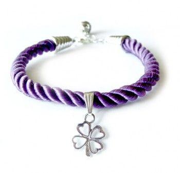 """Bransoletka """"szczęśliwy dzień"""" z fioletowego sznurka z zawieszką w kształcie czterolistnej koniczynki - prezent na szczęście."""