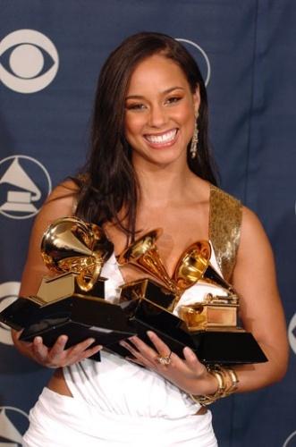 Alicia Keys Holding 3 Grammy Awards.