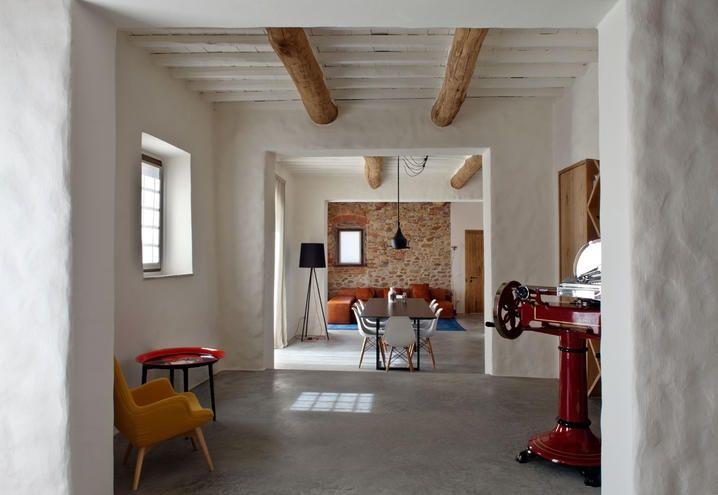 Casale in provincia di Lucca, Toscana, ristrutturato dallo studio MIDE Architetti