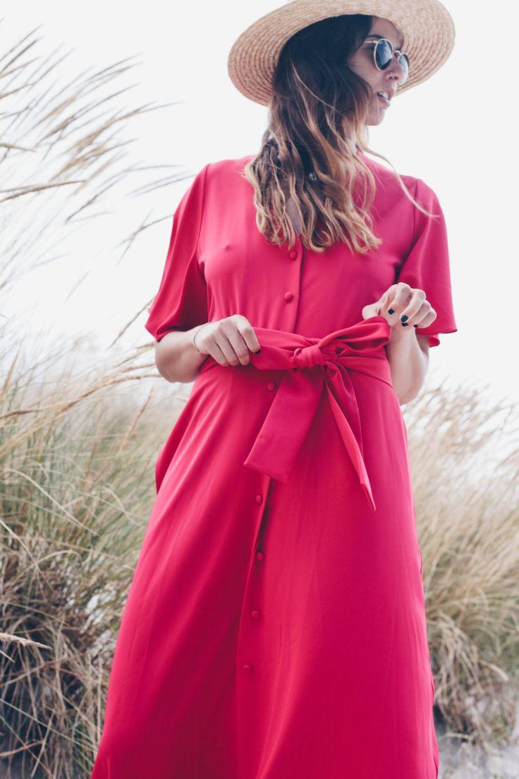 Hoy os presento el vestido con botones con el que me iría al fin del mundo. El que me llevaría de vacaciones a un lugar bonito y con playa.