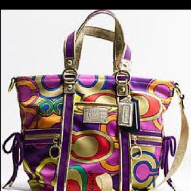 Pretty coach purse :)    #porteropintowin