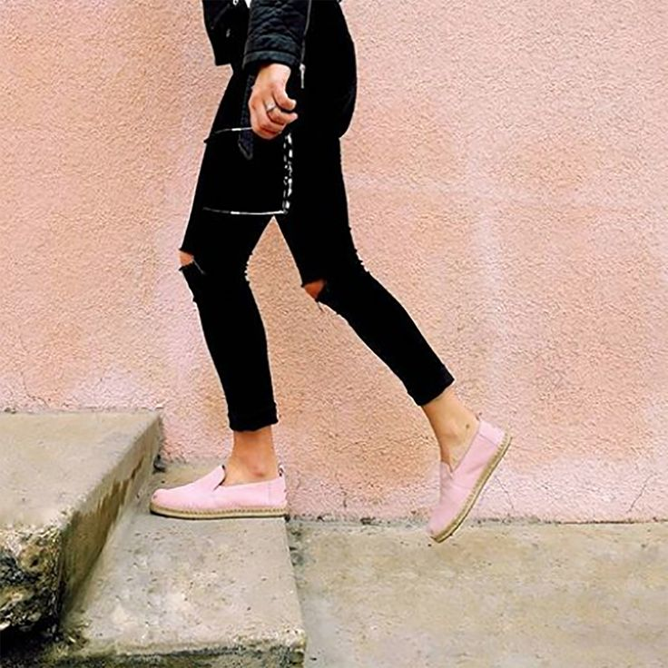 STYLE ALERT ⭐ ⭐ ⭐ | @melsays looking totally blushing in the #TOMS 'Deconstructed Alpargata'. Shop: https://tinyurl.com/ycjy66gb
