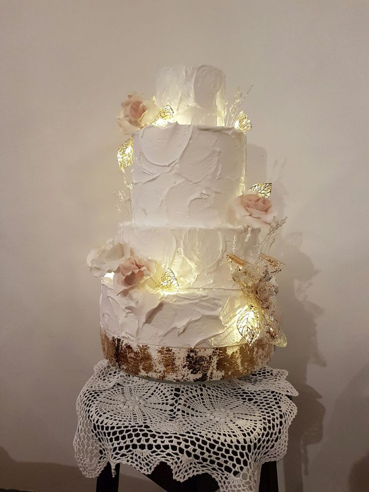 Torta bianco oro con rose White and Gold Cake Roses Cake