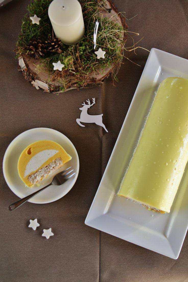 Christmas cake with coconut mousse, mango passion foam and coconut dacquoise - Bûche de Noël à la mousse de coco, mousse mangue-passion et dacquoise coco - That's Amore!