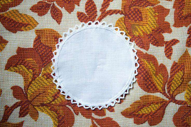 BNIP 6 x Vintage White Circular Cotton Coasters/ Doilies - Crochet/ Lace Trim in Antiques, Fabric/ Textiles, Lace/ Crochet/ Doilies | eBay